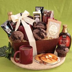 Chocolate Brunch Gift Basket ndulge a loved one with these rich, elegant chocolate delights. This delicious Brunch is like a gift from above, including four Cookie Gift Baskets, Mother's Day Gift Baskets, Cookie Gifts, Food Gifts, Breakfast For Kids, Best Breakfast, Birthday Bar, Breakfast Crockpot Recipes, Mother's Day