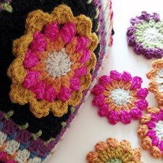 Frida's Flowers project bag 2016 Stylecraft Crafternoon Treats Crochet Along Bag close up flowers