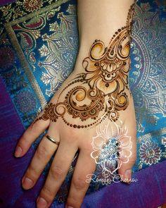 Pinterest // @alexandrahuffy ☼ ☾ Mehndi Desing, Unique Mehndi Designs, Beautiful Henna Designs, Mehndi Tattoo, Henna Tattoo Designs, Modern Henna, Mehendhi Designs, Finger Henna Designs, Henna Drawings