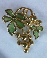 Vintage Green Glass Leaf Gold Tone Grape Vine Rhinestone Vineyard Brooch Pin