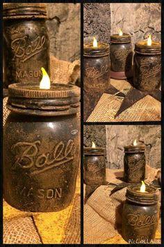 Mason Jar Crafts – How To Chalk Paint Your Mason Jars - Relanity Pot Mason Diy, Rustic Mason Jars, Painted Mason Jars, Diy Rustic Candles, Primitive Mason Jars, Primitive Candles, Mason Jar Vases, Mason Jar Projects, Mason Jar Crafts
