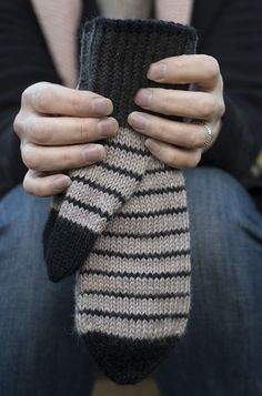 Ihan vaan lapaset Fingerless Gloves, Arm Warmers, Knitting, Blog, Mittens, Cuffs, Tricot, Fingerless Mitts, Stricken