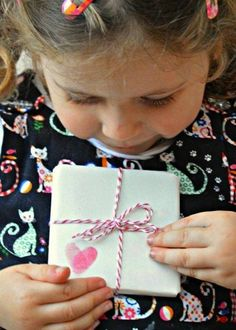 DIY for Kids: Gift Wrap Ideas Red Ted Art