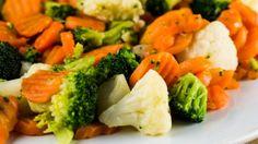El acompañante de nuestro almuerzo de hoy, serán unas deliciosas verduras cocidas con limón y pimienta negra..