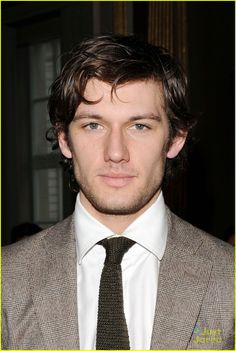 Alex Pettyfer. He was soooo fine in I Am Number Four.
