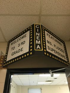 Can add paper or curtain on side or on door. Can add paper or curtain on side or on door. Shon HAMADA michellesnsimages Home Cinéma Deco Theme Cinema, Movie Theater Theme, Movie Themes, Movie Theme Decorations, Movie Theme Parties, Hollywood Theme Decorations, Kids Theatre, Prom Themes, Themed Parties