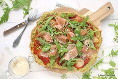 Een snelle havermout pizza met spinazie als extra groenten in de bodem verwerkt. Daarna kun je los met tomatensaus, mozzarella, Parmaham en rucola.