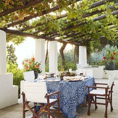 Mit Wein bepflanzte Pergola einer italienischen Villa am Meer - Urlaub pur! pergola vines HOUSE TOUR: A Magical Italian Villa Stuns Inside And Out Outdoor Rooms, Outdoor Dining, Outdoor Gardens, Outdoor Furniture Sets, Dining Area, Outdoor Seating, Outside Seating Area, Ikea Outdoor, Outdoor Tablecloth