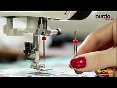 ▶ Швейная машинка. Урок 8: защипы двойной иглой - YouTube