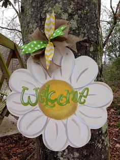 Daisy Door Hanger by WhimsyGirlArt Burlap Crafts, Wooden Crafts, Diy Crafts, Daisy, Painted Doors, Wooden Doors, Decoration Entree, Burlap Door Hangers, Wooden Cutouts