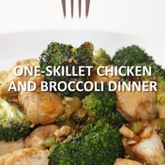 One-Skillet Chicken and Broccoli Dinner This healthy chicken and broccoli recipe combines broccoli florets with tender, protein-packed chicken. Click the video for the full recipe! Broccoli Recipes, Healthy Chicken Recipes, Healthy Cooking, Healthy Dinner Recipes, Healthy Snacks, Healthy Eating, Cooking Recipes, Broccoli Chicken, Simple Healthy Recipes