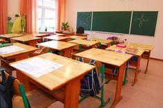 Ритниците и шамарите в българското училище не са от вчера. Но днес сякаш не са толкова безобидни, колкото бяха по наше време