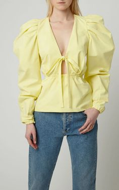 Get inspired and discover Rosie Assoulin trunkshow! Shop the latest Rosie Assoulin collection at Moda Operandi. Milan Fashion Weeks, Fashion 2020, Blouse Styles, Blouse Designs, All Jeans, Fashion Details, Fashion Design, Poplin, Shirt Blouses