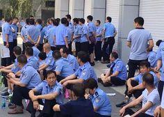 中国茉莉花革命: 【首发】陕西警察追讨欠薪集体上访公安厅前与武警对峙 ...