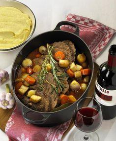 Unser beliebtes Rezept für Brasato al Merlot (Rinderschmorbraten mit Rotweinsoße) und mehr als 55.000 weitere kostenlose Rezepte auf LECKER.de.