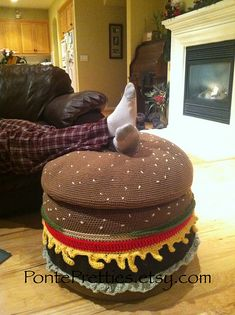 Popular with college students, and teens, great for a man cave, perfect for parties! This super fun cheeseburger ottoman is made with 2 recycled tires! Crochet Home Decor, Crochet Crafts, Yarn Crafts, Crochet Projects, Geek Crafts, Craft Projects, Crochet Cushions, Crochet Pillow, Crochet Food