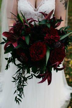 Gothic Wedding Flowers For Teenagers - goth bouquet in 2019 Black Bouquet, Red Bouquet Wedding, Red Wedding Flowers, Bridal Flowers, Wedding Colors, Halloween Wedding Flowers, Halloween Weddings, Fall Wedding, Dream Wedding