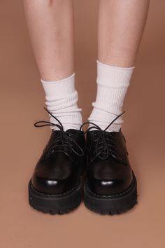 ✧☪· Not Docs but still cute oxfords ·̩͙☪✧ Dr Shoes, Sock Shoes, Me Too Shoes, Shoe Boots, Shoes Heels, Aesthetic Shoes, Aesthetic Clothes, Pretty Shoes, Cute Shoes