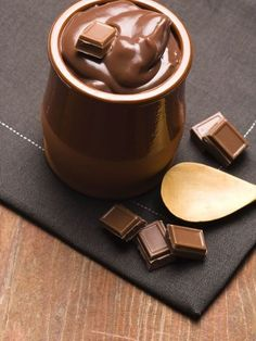 Crème dessert au chocolat sans oeufs ni beurre, une recette de crème au chocolat parfaite pour le dessert, à faire avec votre chocolat préféré #chocolat #marmiton #recette #cuisine #dessert