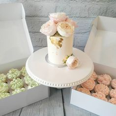Simple yet so elegant classic white buttercream tier cake decorated with edible gold and fresh flowers served with wedding favours of delicate pastel coloured rose themed cupcakes. White Buttercream, Buttercream Cake, Themed Cupcakes, Wedding Cupcakes, Birthday Cake With Flowers, London Cake, Cakes Today, Tier Cake, Happy Together