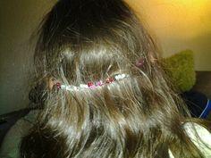 Kapsel van de dag lang haar met hoofdband en gewone vlecht mooi?