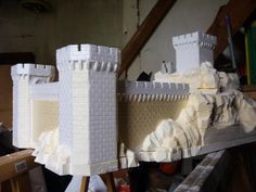 Castle make with household items, including expanding foam. Model Castle, Toy Castle, Castle Wall, Foam Crafts, Diy And Crafts, Tabletop, Dnd Mini, Aquarium Terrarium, Warhammer Terrain