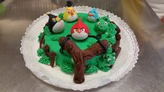 """Angry Birds"" cake"