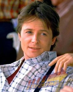 Michael J Fox Canadian/American actor; seen here in the part of Marty McFly. The Future Movie, Future Love, Back To The Future, Teenage Girl Haircuts, Teenage Girl Gifts, Marty Mcfly, Spin City, Michael J Fox, Por Tv