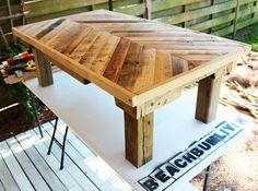 pallet wood coffee table... what a beautiful design