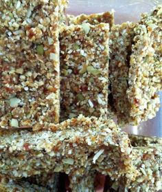 You will never buy a muesli bar again 1⁄2 cups sunflower seeds 1⁄4 cup desiccated coconut 1⁄2 cup pumpkin seeds 1⁄2 cup almonds 1⁄2 cup pitted dates 1 tablespoon coconut oil (melted) 1 tablespoon honey 1 teaspoon cinnamon 2 teaspoons vanilla extract