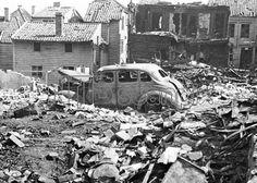 KRIGSARKIVET / 2. verdenskrig Norge under tysk okkupasjon. Bergen sommeren 1940. Ødeleggelsene på Nordnes etter britisk / alliert bombing / flyangrep.