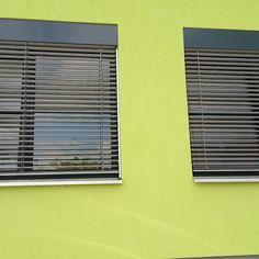 Venkovní žaluzie s přiznaným plechem - realizace Znojmo Blinds, Curtains, Home Decor, Decoration Home, Room Decor, Shades Blinds, Blind, Draping, Home Interior Design
