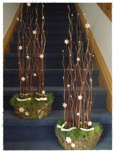 brilliant way to block the path where you do not want guest to go Christmas Planters, Christmas Arrangements, Christmas Porch, Outdoor Christmas, Christmas Design, Rustic Christmas, Christmas Home, Flower Arrangements, Christmas Holidays