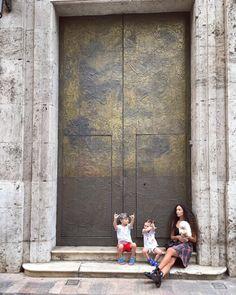 My crew✨ #valencia #valenciacity #city #architecture #architecturedesign #streetphotography #streetwear #streetstyle #streetfashion #architecturelover #photography #kids #pomerania #pomeranian #chanel #chanelbag #balenciaga #balenciagashoes #beautifulcity #familylove #mixedfamily #enjoylife http://tipsrazzi.com/ipost/1506137829289221007/?code=BTm4GA5j9uP