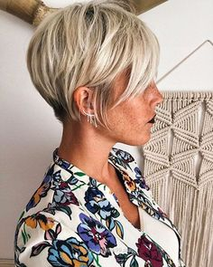 Today we have the most stylish 86 Cute Short Pixie Haircuts. We claim that you have never seen such elegant and eye-catching short hairstyles before. Pixie haircut, of course, offers a lot of options for the hair of the ladies'… Continue Reading → Pixie Cut Thin Hair, Bobs For Thin Hair, Cut Her Hair, Short Hair Cuts, Short Hair Styles, Long Pixie, Edgy Pixie, Plait Styles, Asymmetrical Pixie