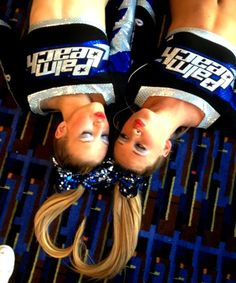 Elisabeth I want a picture like this! Cheer Team Pictures, Cheerleading Pictures, Volleyball Pictures, Softball Pictures, Cheer Picture Poses, Cheer Poses, Picture Ideas, Photo Ideas, Cheer Coaches