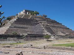 Piramide  El Pueblito,en la Zona Arqueologica del Cerrito. Queretaro México