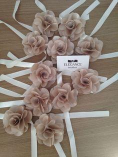 www.elegancedetalhes.com.br #corsages www.elegancedetalhes.com.br Wrist Corsage Wedding, Bridesmaid Corsage, Bridesmaid Gifts, Prom Flowers, Wedding Flowers, Diy Wedding, Wedding Gifts, Wedding Shower Decorations, Dusty Rose Wedding
