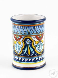 These exquisite ceramic glasses have been masterfully hand painted by the experienced hands of Fima's artisans. Fima is a small, family run company founded in Deruta more than 40 years ago and it is very well known both in Italy and in t Hand Painted Ceramics, Porcelain Ceramics, China Porcelain, Ceramic Vase, Ceramic Pottery, Porcelain Jewelry, Painted Porcelain, Glazed Ceramic Tile, Vase Crafts