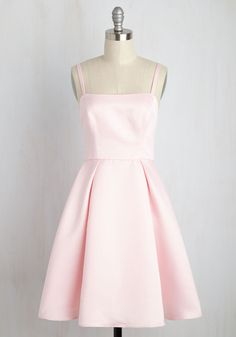 Understated Statement Dress in Carnation. Leave the bells and whistles for the chapels chimes, keeping your wedding style simple and sleek with this pastel pink fit and flare. Unique Dresses, Simple Dresses, Pretty Dresses, Beautiful Dresses, Fit N Flare Dress, Vestidos Vintage Retro, Retro Vintage Dresses, Hoco Dresses, Short Prom Dresses