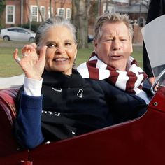 Love Story's Ali MacGraw and Ryan O'Neal Reunite at Harvard 45 Years Later, Prove That Some of Us — Some of Us, Mom! Ali Macgraw Love Story, Love Story Movie, Ryan O'neal, Best Blazer, Put On Weight, Great Love Stories, Ageless Beauty, Fashion Over 40, Women's Fashion