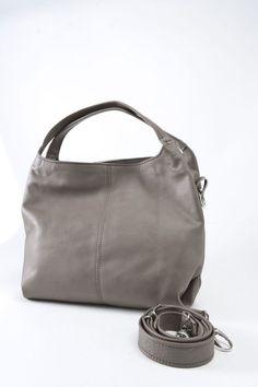Lidia Nappa - In onore di una delle nostre collaboratrici. Il color cuoio la rende versatile e giusta per qualsiasi occasione. #borse #pelle #artigianali