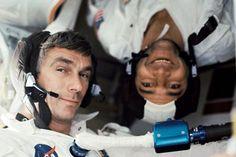 """Gene Cernan el último hombre que pisó la Luna muere a los 82 años   Cernan fue el piloto del módulo lunar Apolo X una misión de 1969  Pasó 73 horas en la superficie de la Luna y 566 horas en el espacio  La agencia espacial estadounidense la NASA ha informado este lunes de la muerte del astronauta Gene Cernan el último hombre que pisó la Luna. """"Hemos sabido con gran tristeza de la pérdida del astronauta retirado Gene Cernan el último hombre que caminó sobre la Luna"""" ha informado la NASA en su…"""