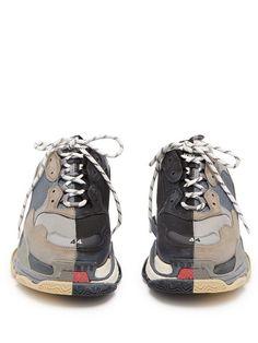 Balenciaga Triple S split-colourway low-top trainers Balenciaga Triple S Low-Top-Sneaker in geteilter Farbe Sneakers Fashion, Fashion Shoes, Shoes Sneakers, Bts Clothing, Moda Outfits, Balenciaga Sneakers, Chunky Shoes, Vetement Fashion, Hype Shoes