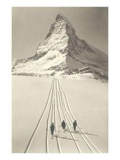Vintage Ski Vintage Ski Like if you can do a gelandesprung Nordic Skiing, Alpine Skiing, Images Murales, Vintage Ski Posters, Ski Touring, Cross Country Skiing, Ski And Snowboard, Belle Photo, Retro