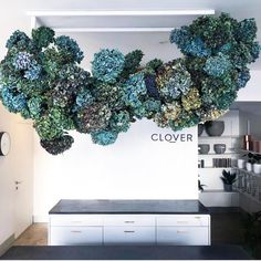 💙💙💙 X the best type of cloud - a flower cloud ☁️ ☁️☁️ Deco Floral, Floral Wall, Floral Design, Flower Shop Decor, Flower Decorations, Blue Flower Arrangements, Flower Installation, Floral Wedding, Wedding Flowers