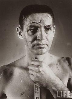 1966 : portrait de Terry Sawchuk, gardien au hockey, avant que les masques deviennent un équipement obligatoire.