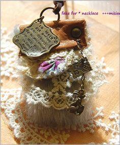 ファーと革のちいさなバッグのネックレス - ちっちゃなよろずや Jewelry, Jewlery, Bijoux, Jewerly, Jewelery, Jewels, Accessories