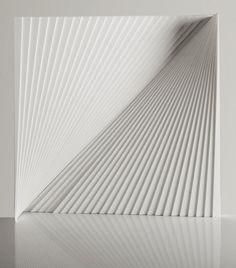 *Sculpture   by Luisa Russo-lijnenspel-uitgespit-herhaling