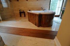 Podlahy z masivního dřeva se používají po staletí a jsou nádherným doplňkem jakéhokoli interiéru tím, že mu dávají teplý, útulný dojem, neopakovatelný šarm či elegantní vzhled. Masivní podlahy mají vzhledem ke své struktuře prakticky neomezenou životnost ( lze je několikanásobně renovovat ) .